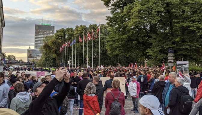 Власти Латвии обсудят новые ограничения в связи с COVID-19: заболеваемость удвоилась