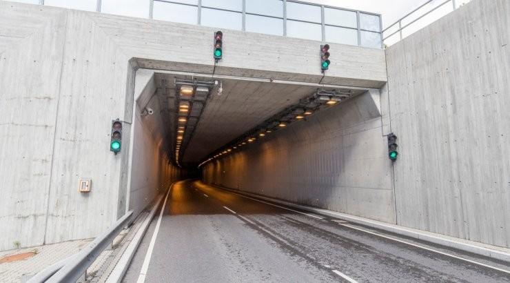 Около туннеля Юлемисте столкнулись четыре автомобиля, движение нарушено
