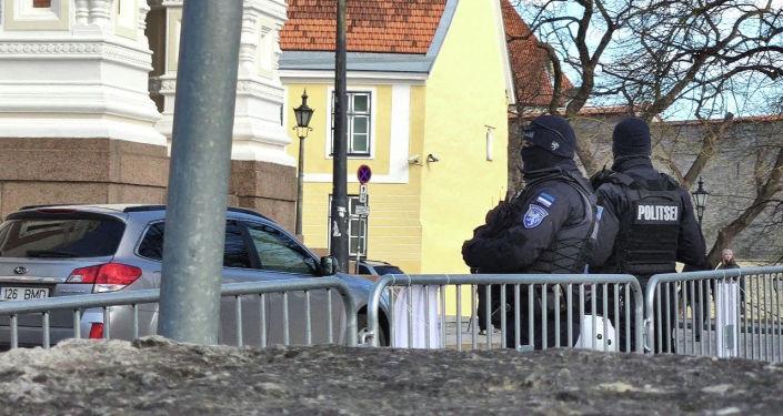 Протесты в Таллине продолжаются: есть задержанные, полиция угрожает спецсредствами