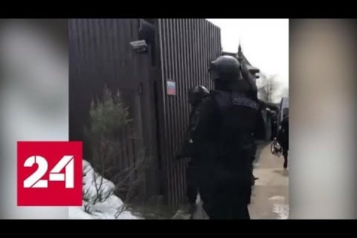 Под Москвой мужчина открыл огонь по полицейским и взял заложников