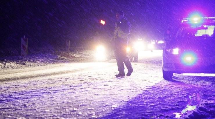 В Вырумаа из-за скользкой дороги произошло столкновение легковушки и грузовика