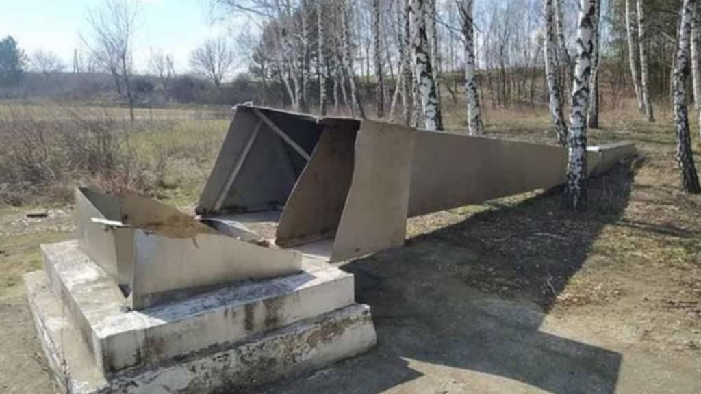 Россия следит за расследованием акта вандализма в отношении памятника красноармейцам в Молдавии