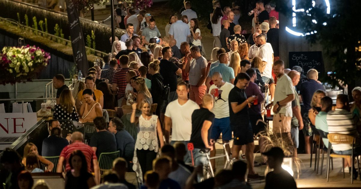 Фото: фанаты ралли исследовали ночную жизнь Тарту
