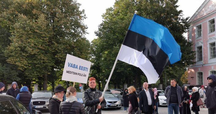 Долой принудительную вакцинацию: у парламента Эстонии прошел митинг оппозиции
