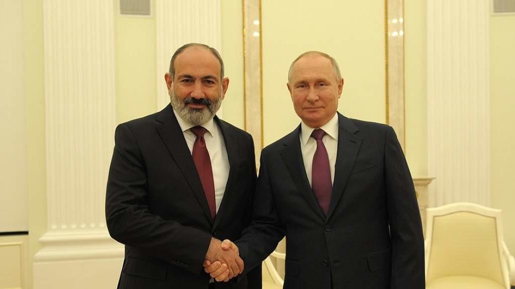 Ситуацию в Нагорном Карабахе обсудили Владимир Путин и Никол Пашинян