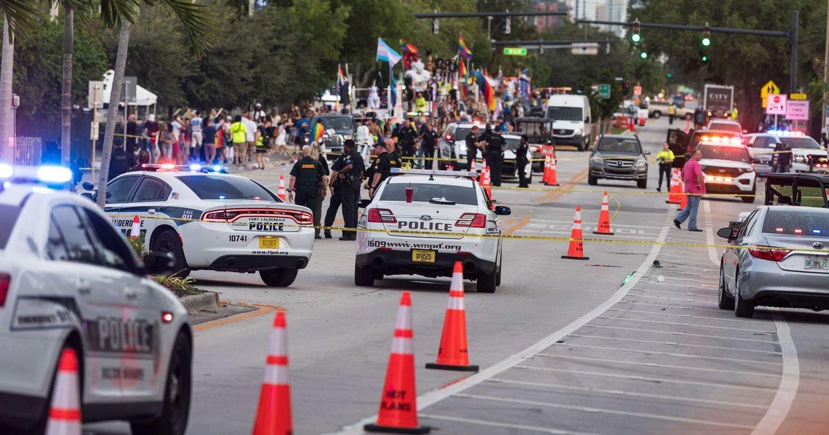 В США грузовик протаранил толпу участников гей-парада