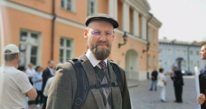 Один против системы: на правительство Эстонии подали в суд и-за COVID-сертификата