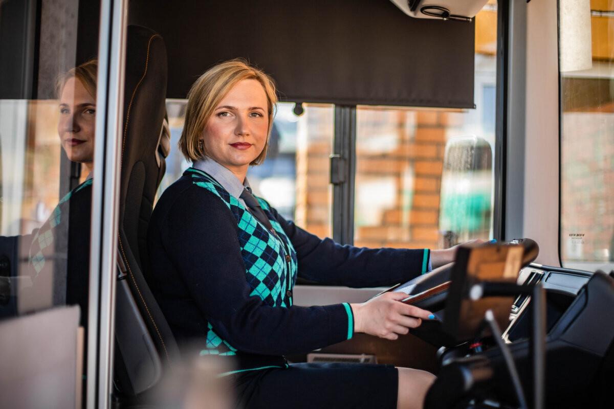 Все больше женщин стремятся стать водителем общественного транспорта