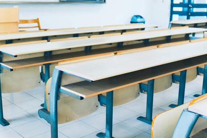 В двух школах Нарвы произошла вспышка заболеваемости COVID-19