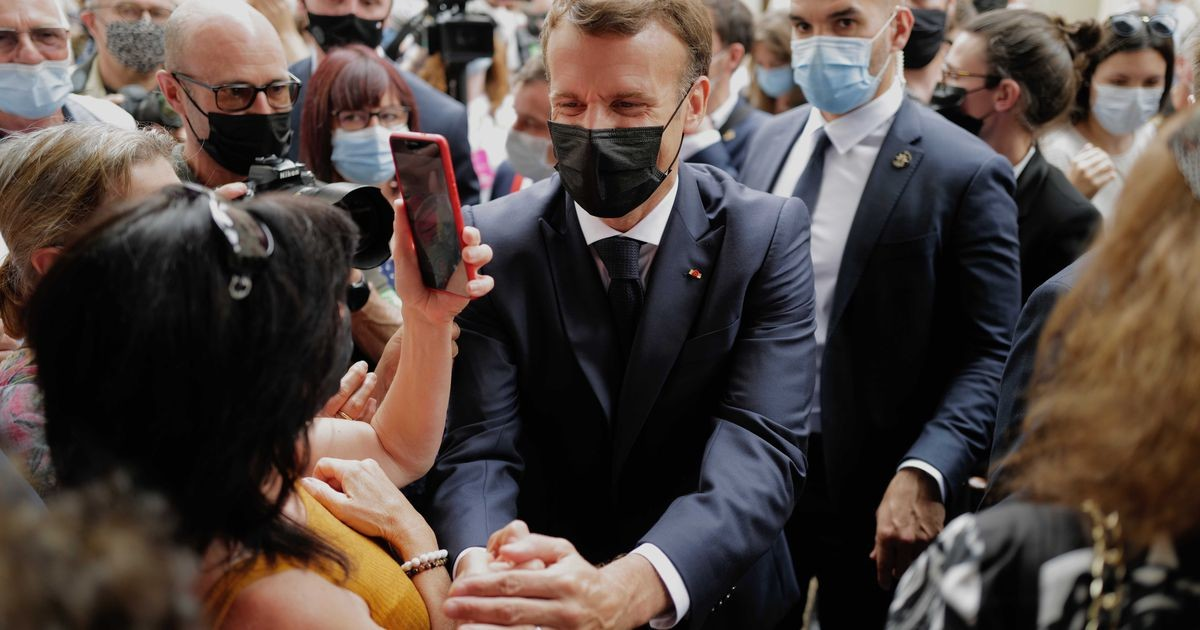 Во Франции мужчина дал пощечину президенту Эммануэлю Макрону