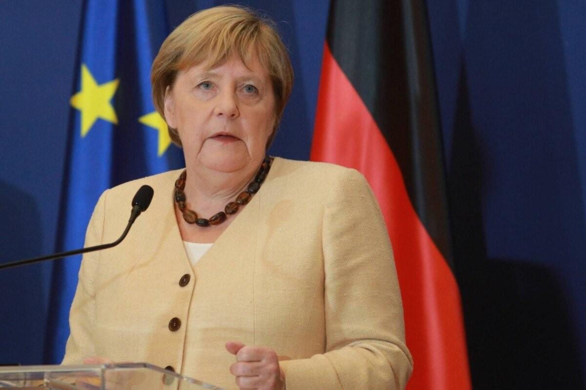 Меркель считает вступление балканских стран в ЕС абсолютно необходимым