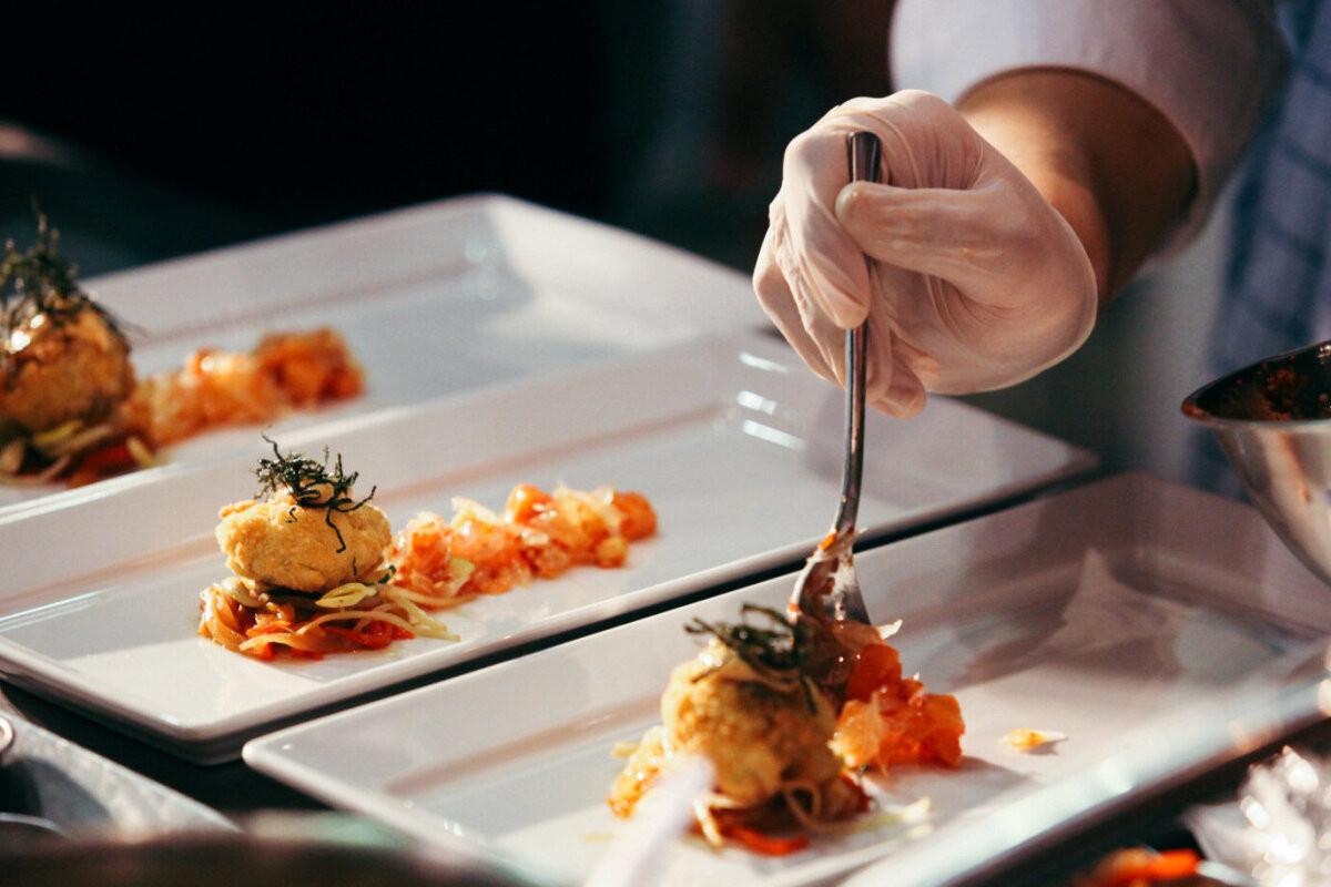 """""""Я думаю, в Эстонии 60% ресторанов закроется навсегда"""". Известный шеф-повар Андрей Шмаков закрыл в Таллинне свой ресторан Love Mussels"""