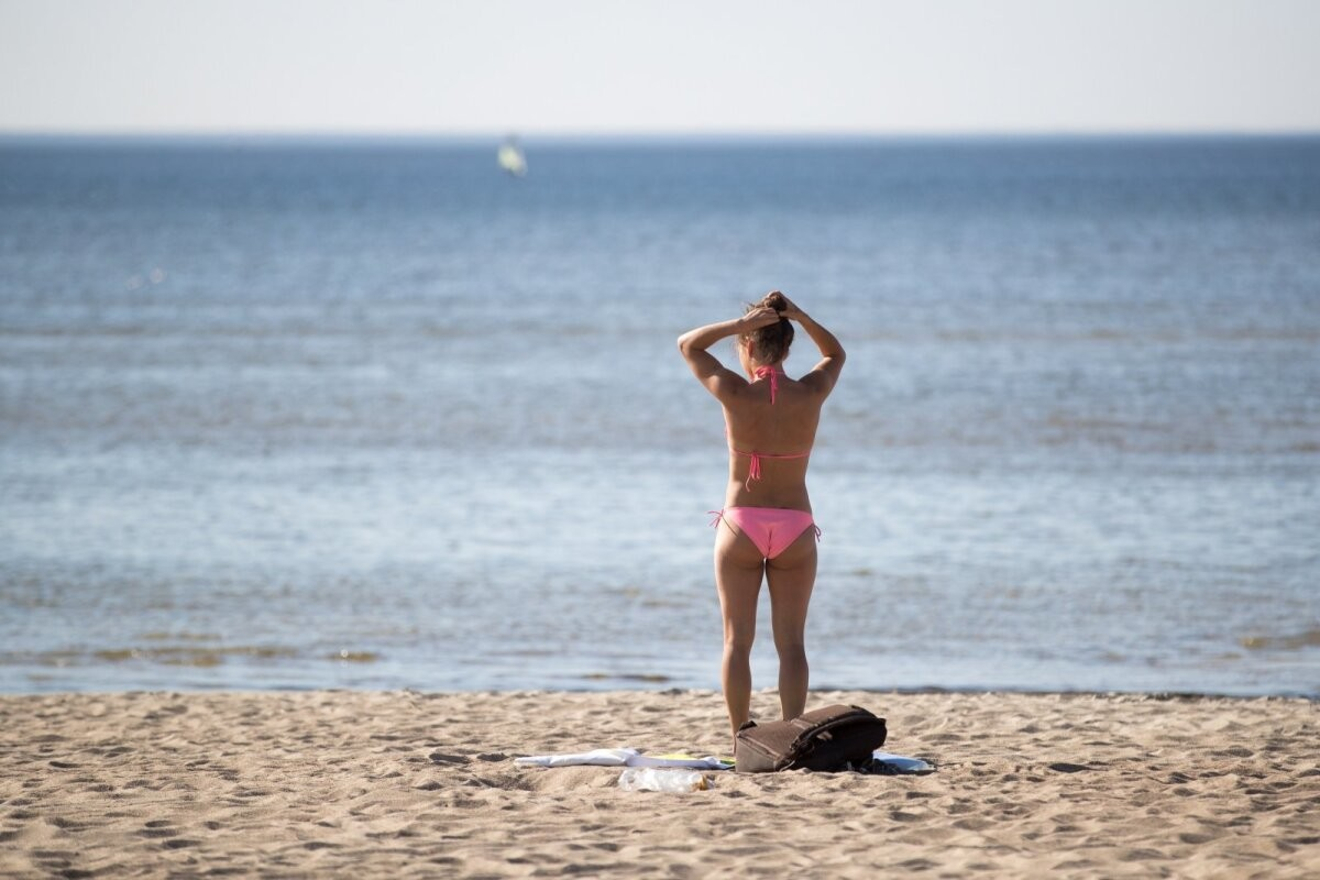 Кое-где вода прогрелась до 20 градусов и выше, но на некоторых столичных пляжах купаться опасно