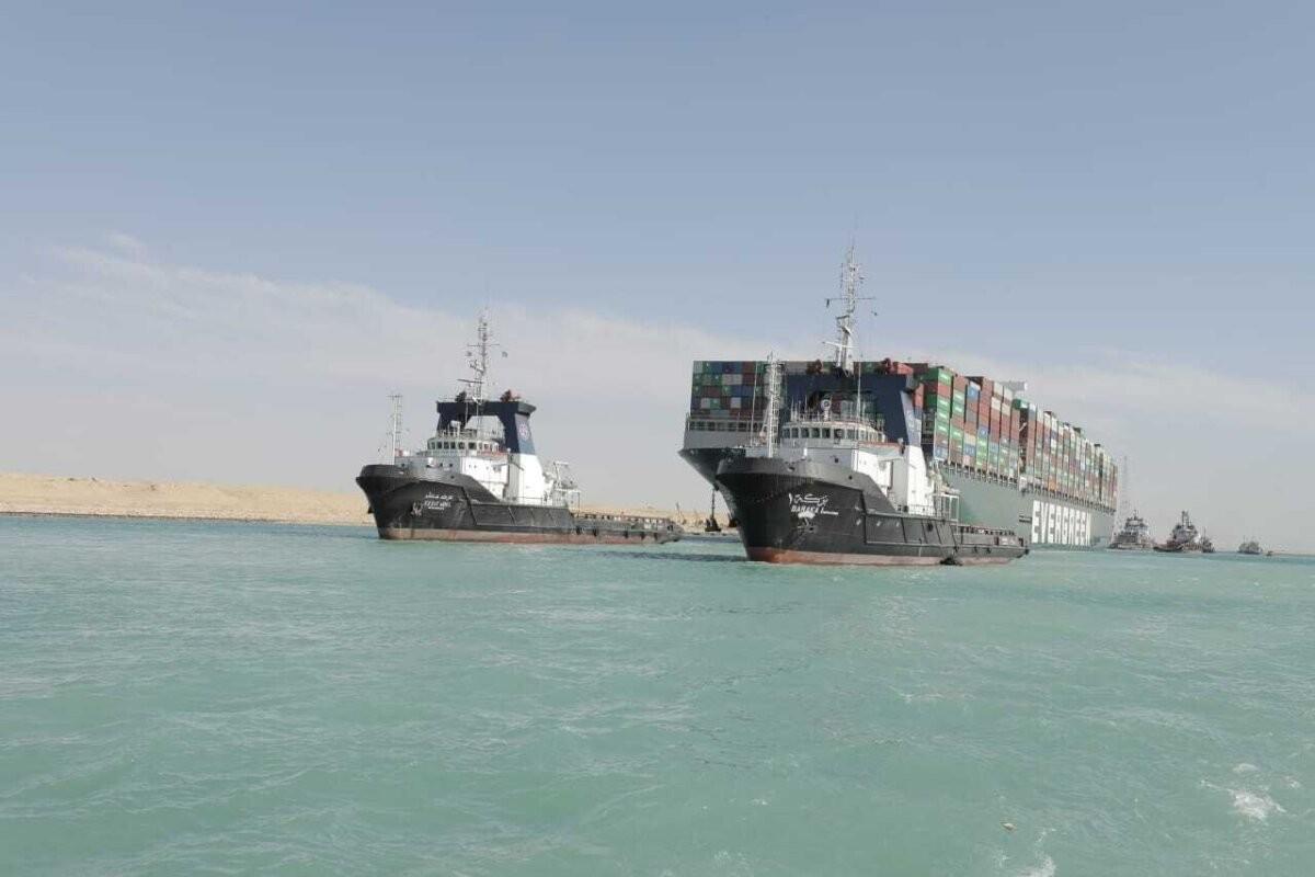 По Суэцкому каналу возобновилась навигация кораблей