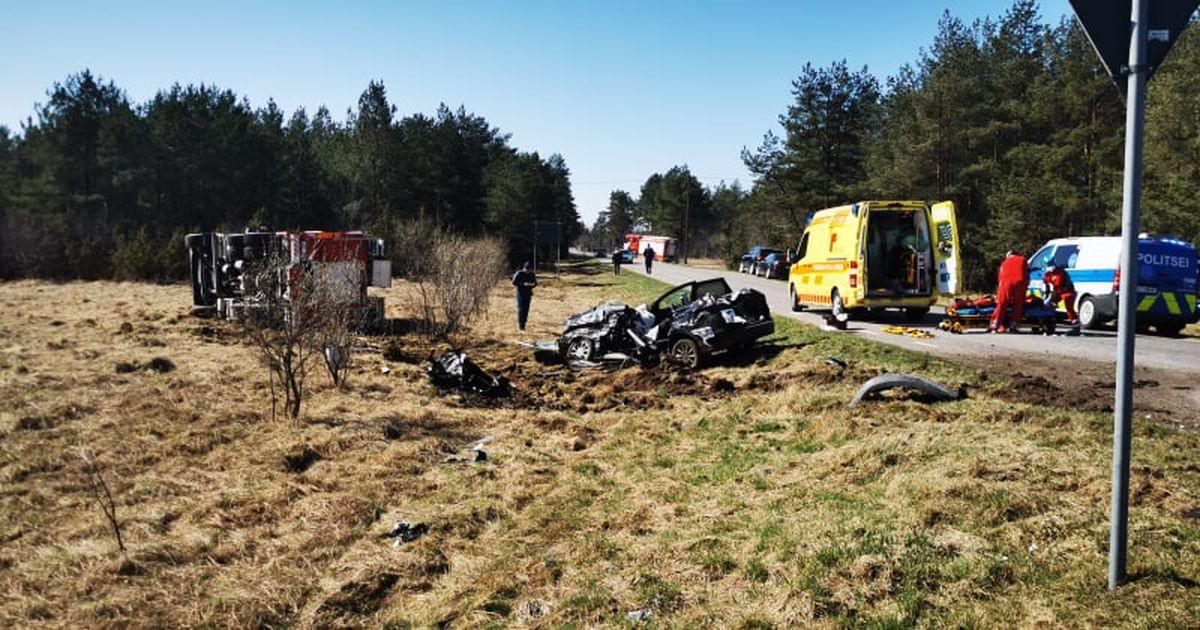 Тяжелое ДТП: машина спасателей столкнулась с легковушкой