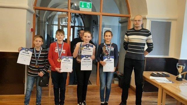 Шахматы: команда Кохтла-Ярвеской Кесклиннаской Основной школы выиграла чемпионат Эстонии