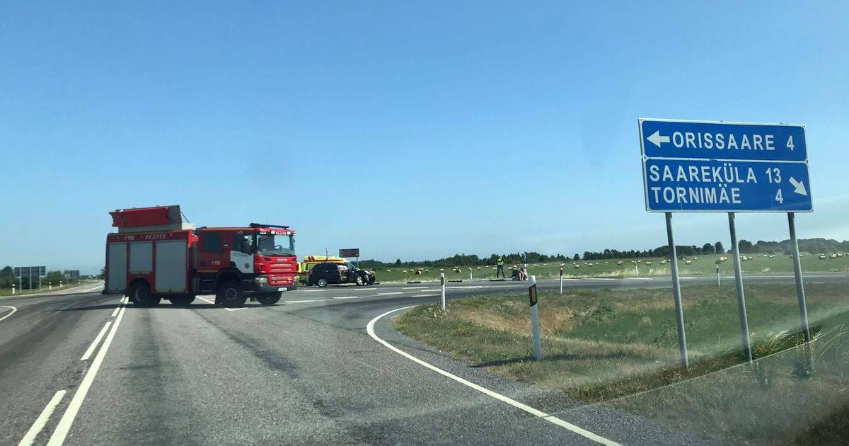 На шоссе столкнулись внедорожник и мотоцикл: есть пострадавший