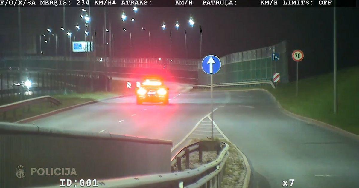 Гнал со скоростью почти 240 км/ч: в Латвии задержан молодой лихач без прав