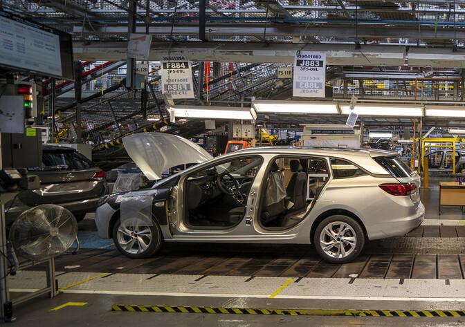 Автопроизводители поднимают цены на машины из-за дефицита чипов