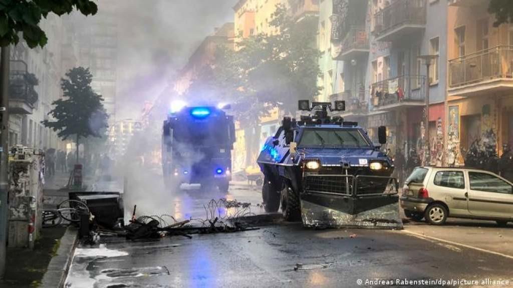 В Берлине произошли новые ожесточенные столкновения полиции со сквоттерами