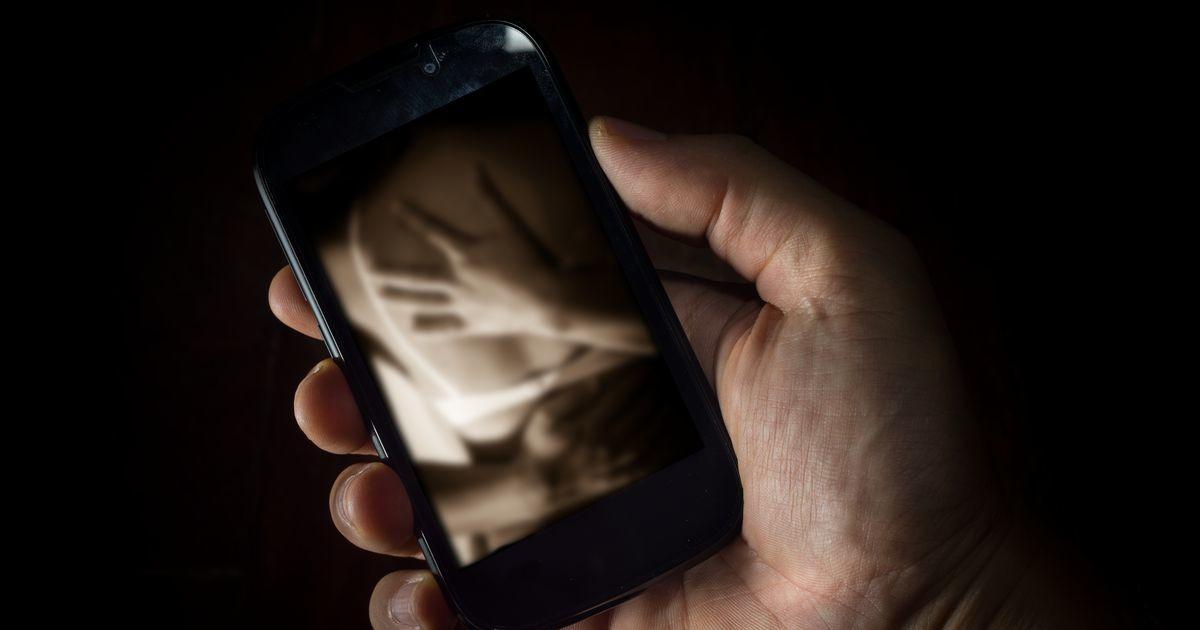 Полиция предупреждает: в Эстонии женщинам предлагают в долг деньги в обмен на обнаженные фото