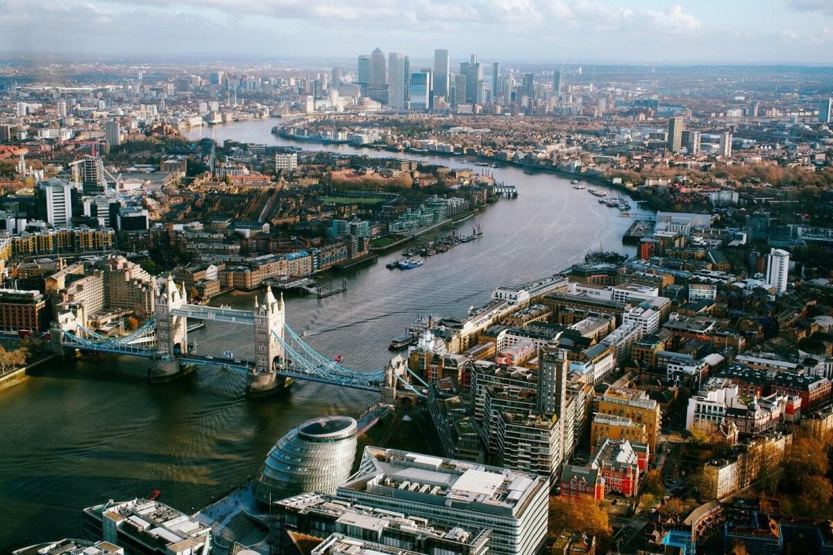 Власти Великобритании могут продлить запрет на международные поездки на все лето