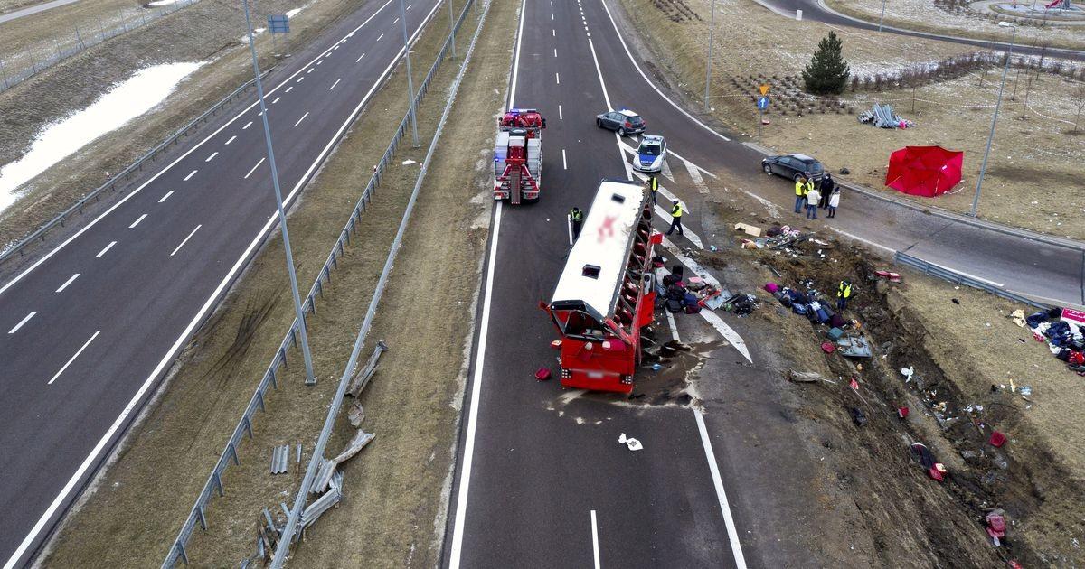 Автобус с гражданами Украины упал с моста в Польше, шесть человек погибли