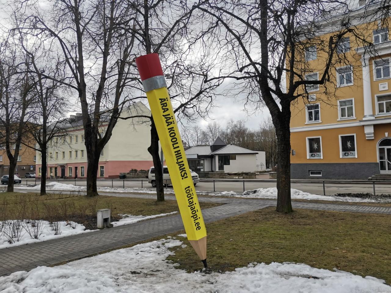 Гигантский карандаш на ул. Пушкина – и реклама, и арт-объект