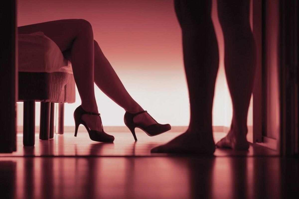 В Таллинне клиент обокрал и изнасиловал девушку по вызову