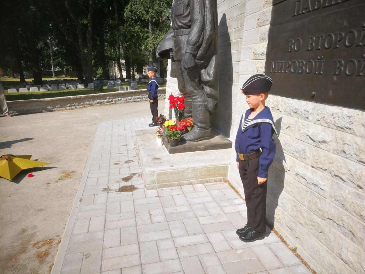 В День памяти и скорби на военном кладбище в Таллине прошли торжественно-траурные мероприятия