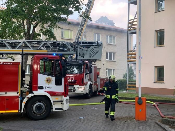 Власти Нарва-Йыэсуу поддержат жильцов пострадавшего в пожаре дома