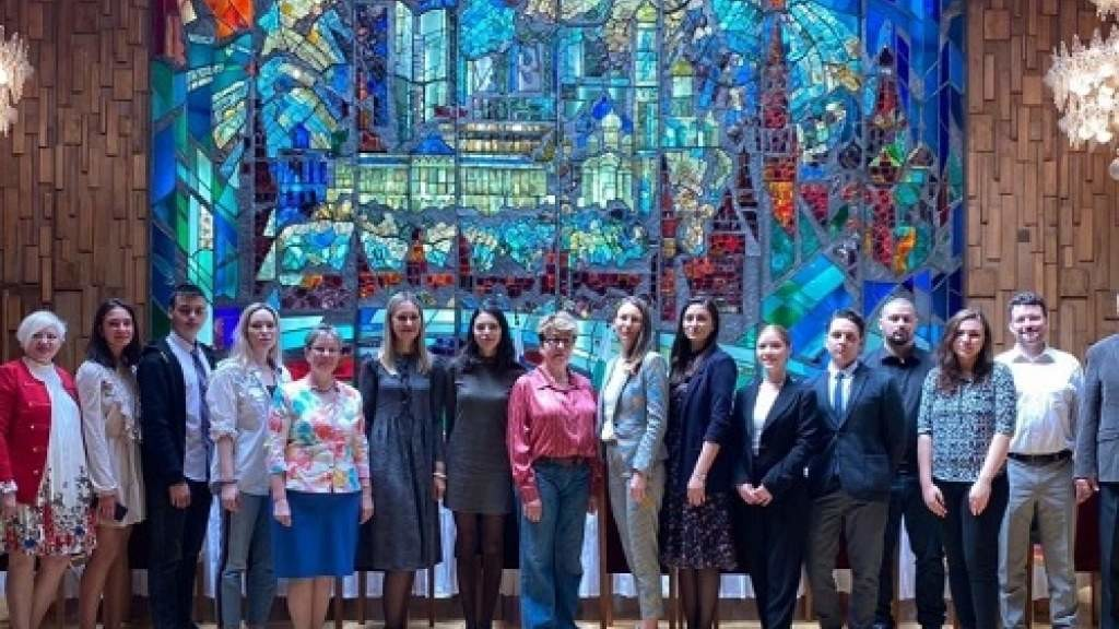 Посол Элеонора Митрофанова встретилась с молодыми активистами Федерации «Союз соотечественников»