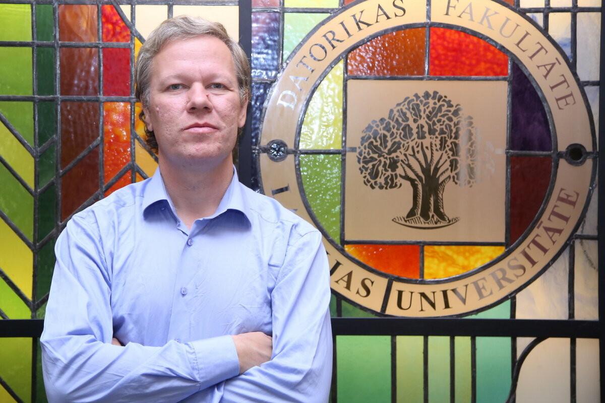 Кому верить в эпоху пандемии? Профессор из Латвии — о диванных ученых и страхе перед вакцинами