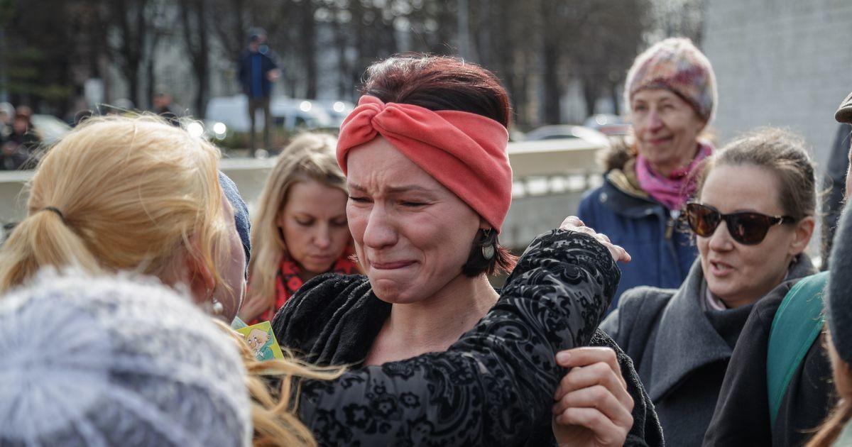 Звезда эстонской музыки сцепилась с полицией: кто позволил ограничивать моих детей и показывать им оружие?