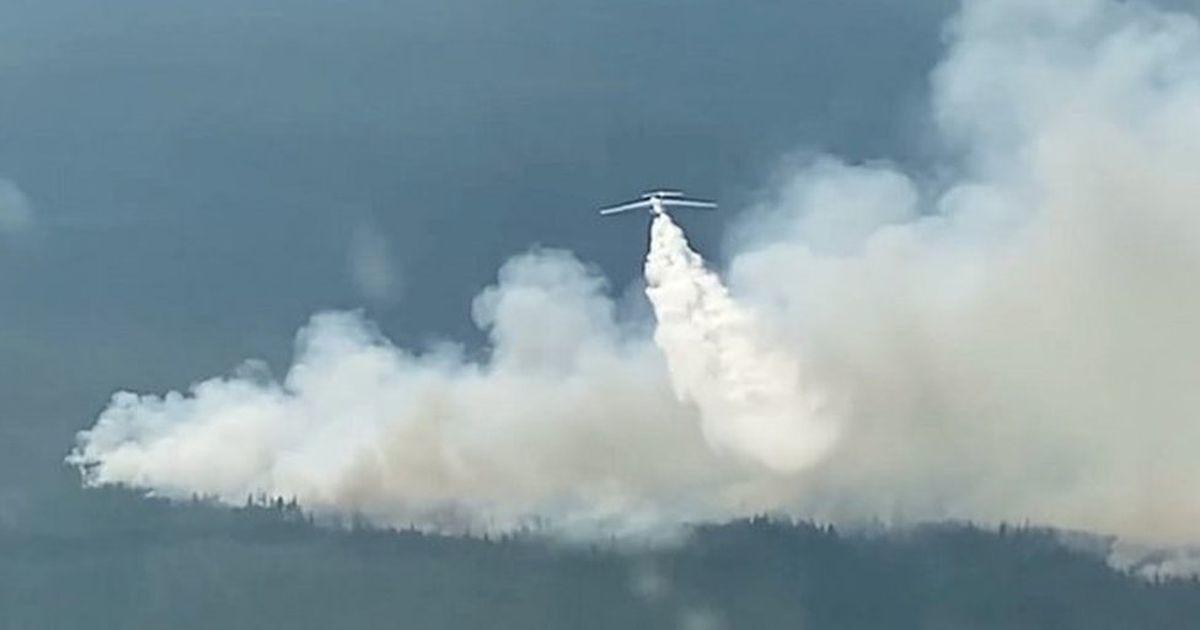 Якутск окутан дымом из-за лесных пожаров, в городе закрыт аэропорт
