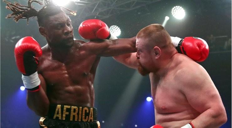 ВИДЕО: Скандально известный Дацик выбросил соперника с ринга