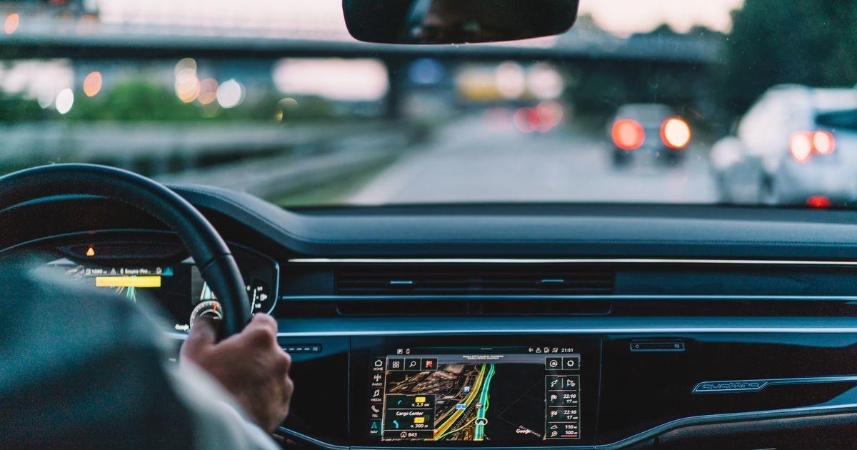 Получатель пособия для поездки на работу сбит с толку: расстояние — семь километров, а платят лишь за два
