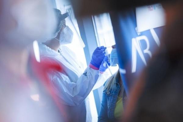 Рекорды тестирования: в Эстонии одного человека на коронавирус проверили 32 раза
