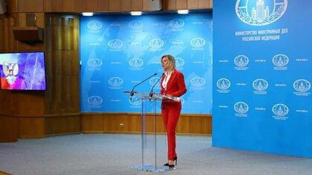 Захарова раскритиковала Европу за эксперименты на детях и «зловонное безумие»