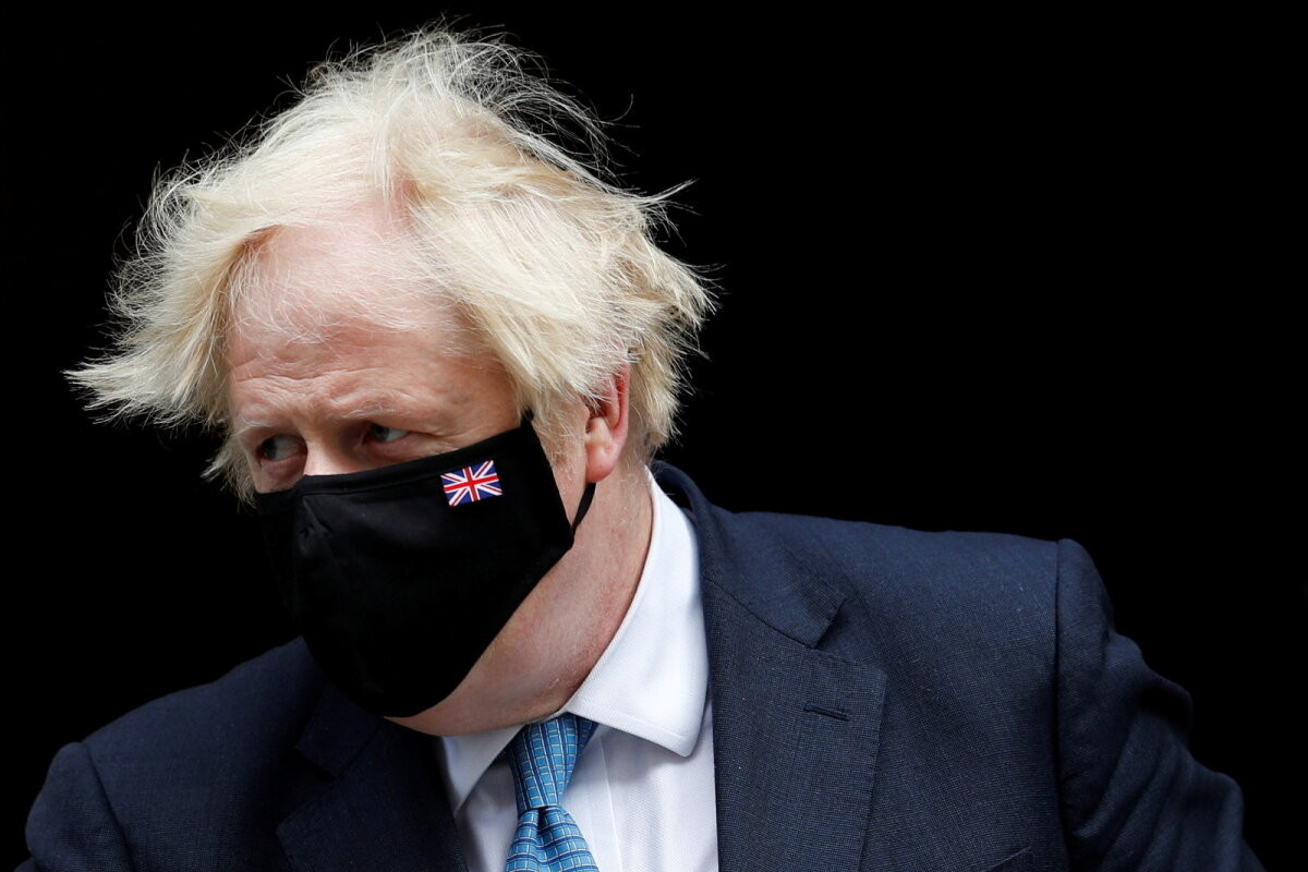 Борис Джонсон уйдет на самоизоляцию после контакта с заболевшим главой минздрава
