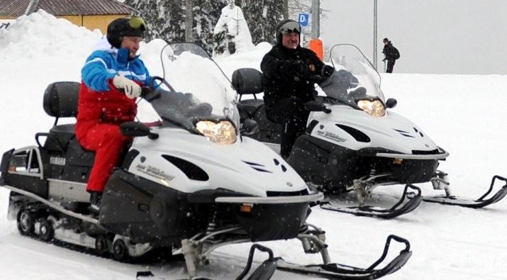 ВИДЕО: Путин и Лукашенко покатались на лыжах и снегоходах
