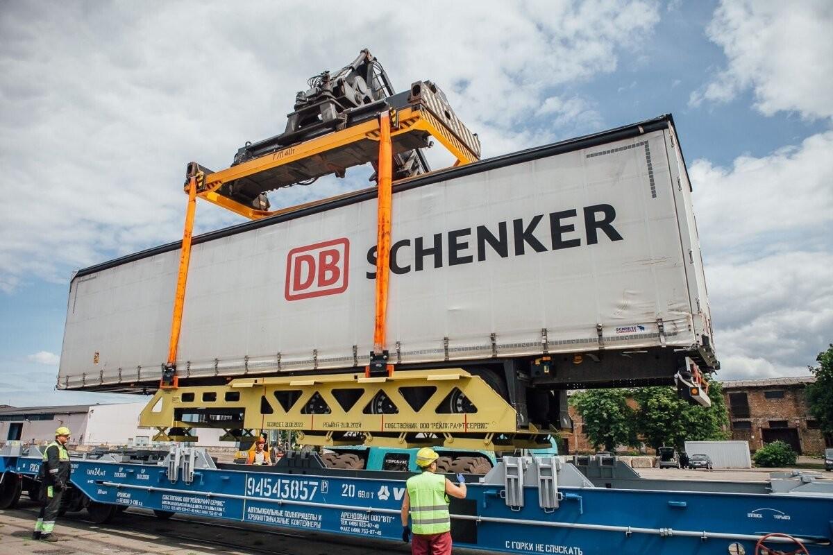 Латвия приступила к межпортовым контейнерным перевозкам