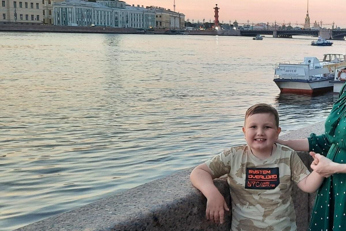 У 8-летнего Артема диагностирована злокачественная опухоль мозга. Он нуждается в помощи