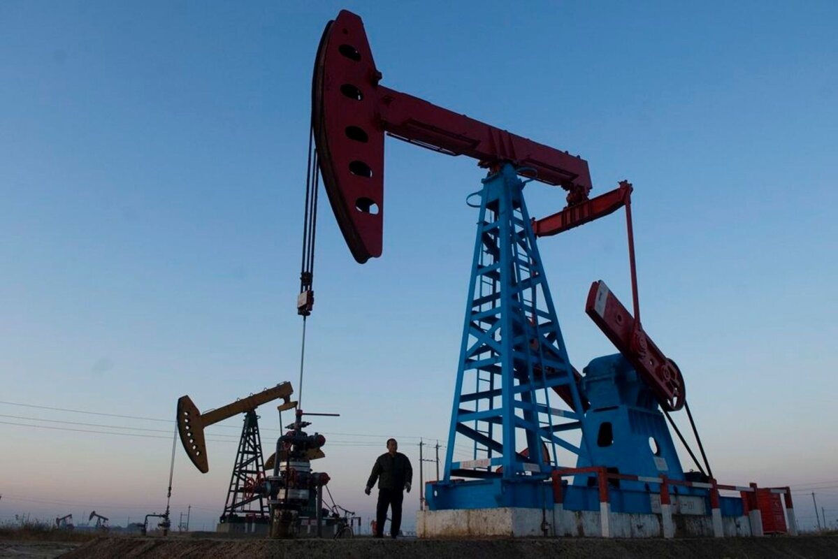 Страны ОПЕК+ вновь пытаются договориться о восстановлении добычи нефти