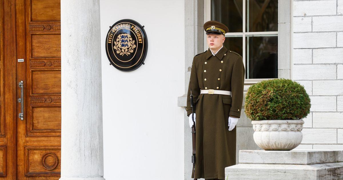 Карис захотел, чтобы президентский дворец охраняли военные в парадной форме