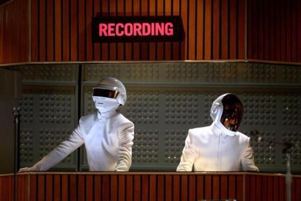 Электронный дуэт Daft Punk завершает свою деятельность