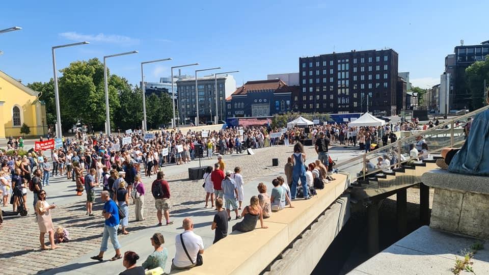 В Таллине состоялась очередная акция протеста против карантинных ограничений и вакцинации