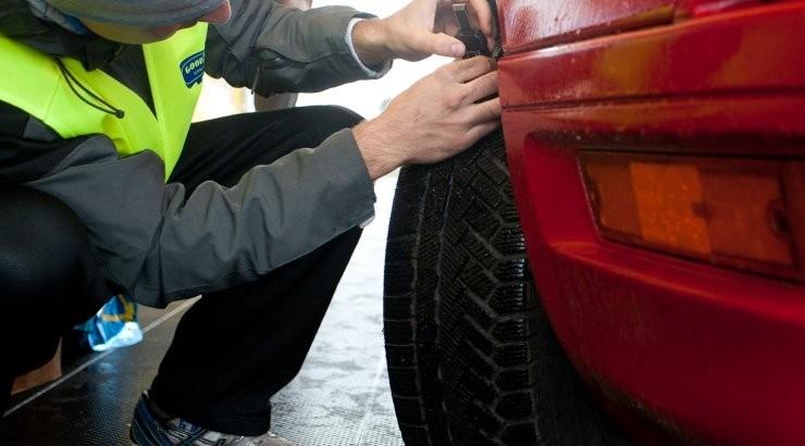Проколотые шины и клей в замочной скважине: что делать, если ваше имущество пострадало от рук вандалов?