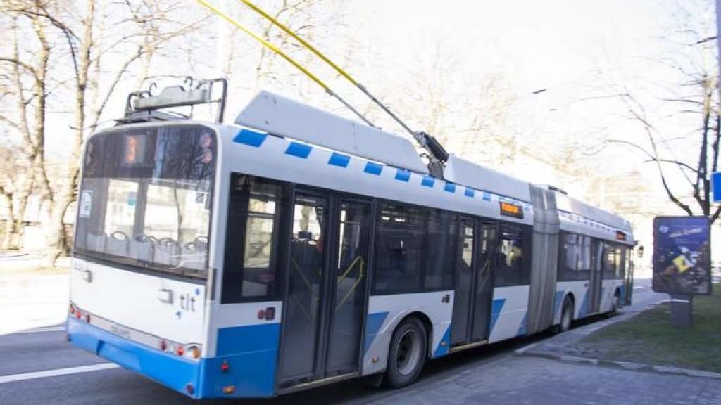 В Таллинне пожилая женщина упала в троллейбусе и попала в больницу