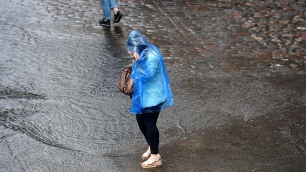 Синоптики предупреждают о сильном ливне и грозах уже через пару часов